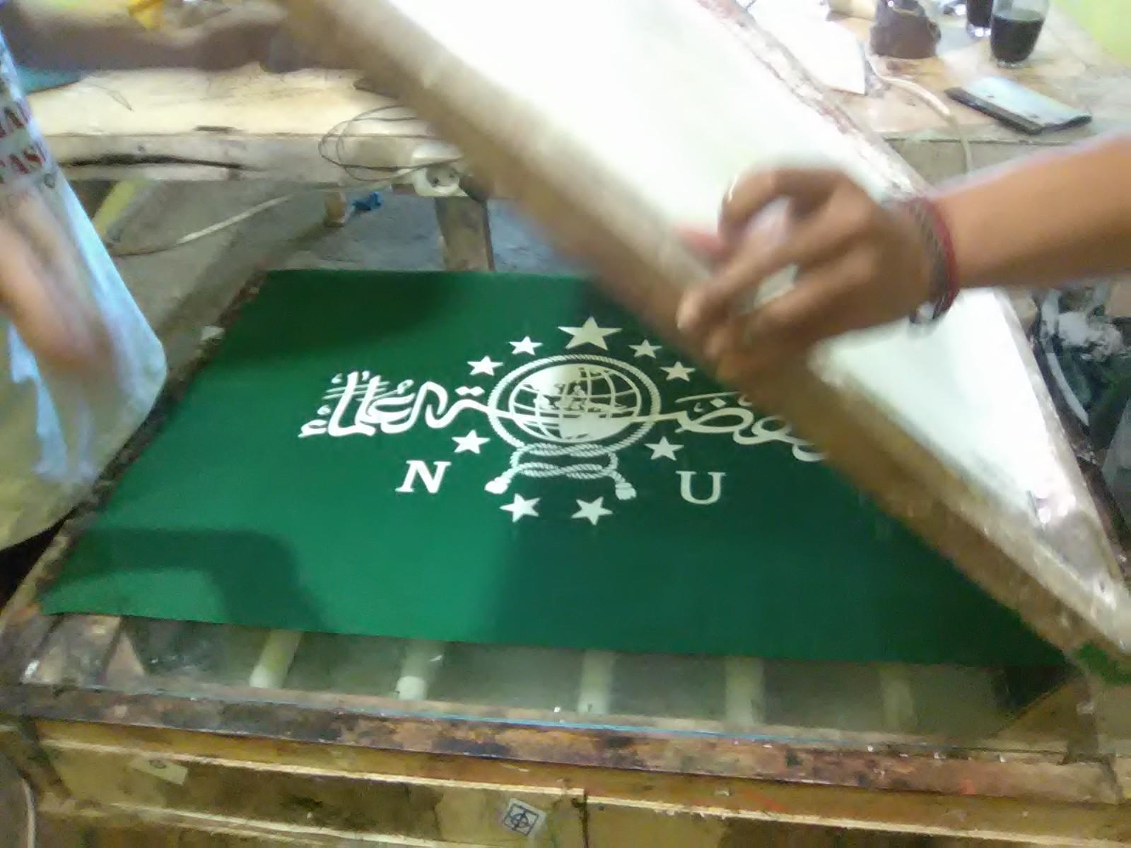 produsen bendera partai